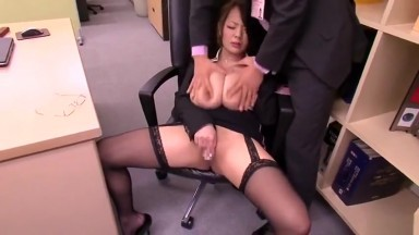 Lovely buxomy asian mom Hitomi Tanaka getting moneyshot in mouth at work