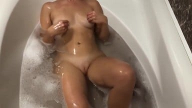 I like to feel his cumshots on my ass