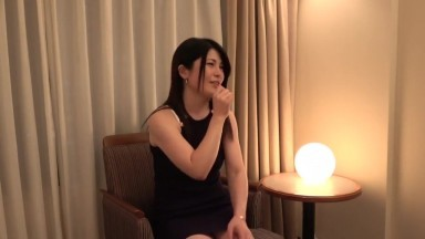 Beautiful married woman who is disturbed by shaking her big tits