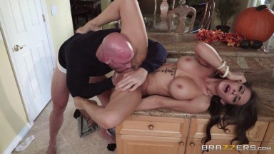 Madison Ivy Johnny Sins in Thankful For Madison - BrazzersNetwork
